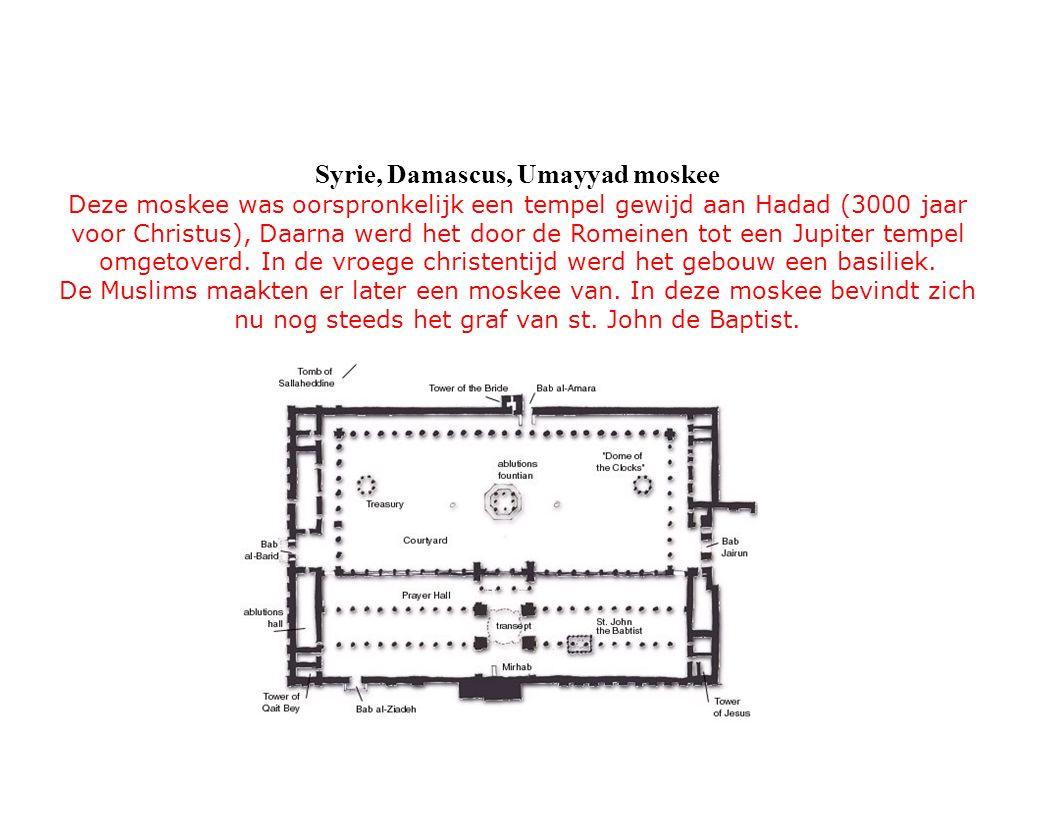 Deze moskee was oorspronkelijk een tempel gewijd aan Hadad (3000 jaar voor Christus), Daarna werd het door de Romeinen tot een Jupiter tempel omgetove