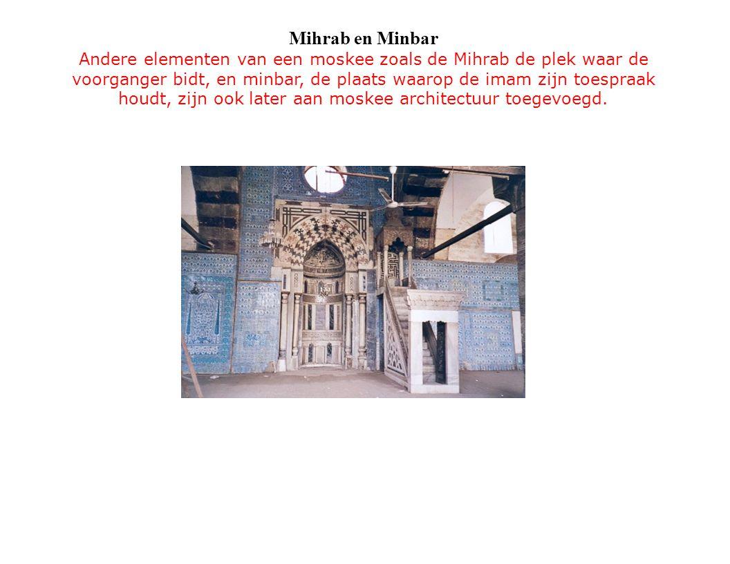 Mihrab en Minbar Andere elementen van een moskee zoals de Mihrab de plek waar de voorganger bidt, en minbar, de plaats waarop de imam zijn toespraak houdt, zijn ook later aan moskee architectuur toegevoegd.