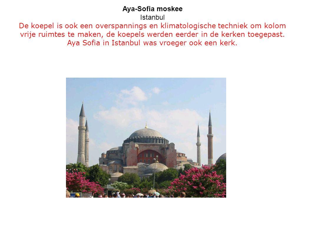 Aya-Sofia moskee Istanbul De koepel is ook een overspannings en klimatologische techniek om kolom vrije ruimtes te maken, de koepels werden eerder in de kerken toegepast.