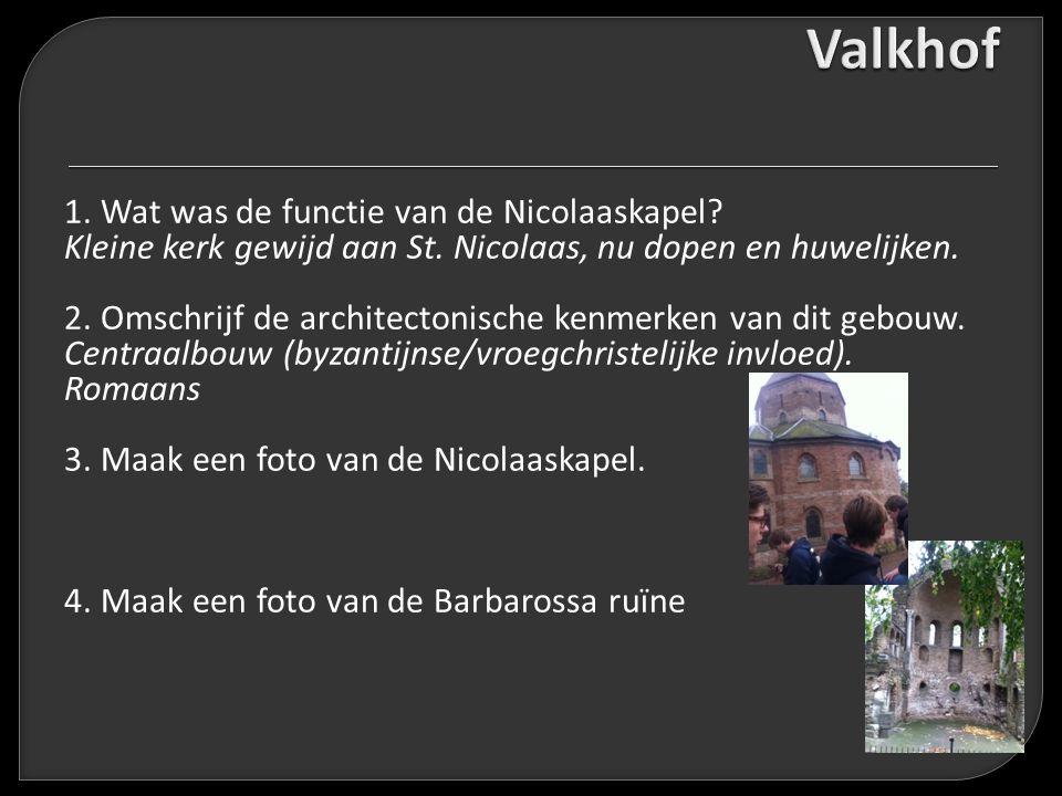 1. Wat was de functie van de Nicolaaskapel? Kleine kerk gewijd aan St. Nicolaas, nu dopen en huwelijken. 2. Omschrijf de architectonische kenmerken va