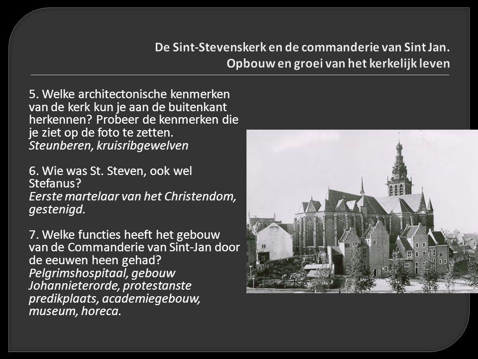 5. Welke architectonische kenmerken van de kerk kun je aan de buitenkant herkennen? Probeer de kenmerken die je ziet op de foto te zetten. Steunberen,