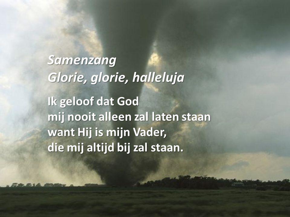 Samenzang Glorie, glorie, halleluja Ik geloof dat God mij nooit alleen zal laten staan want Hij is mijn Vader, die mij altijd bij zal staan.