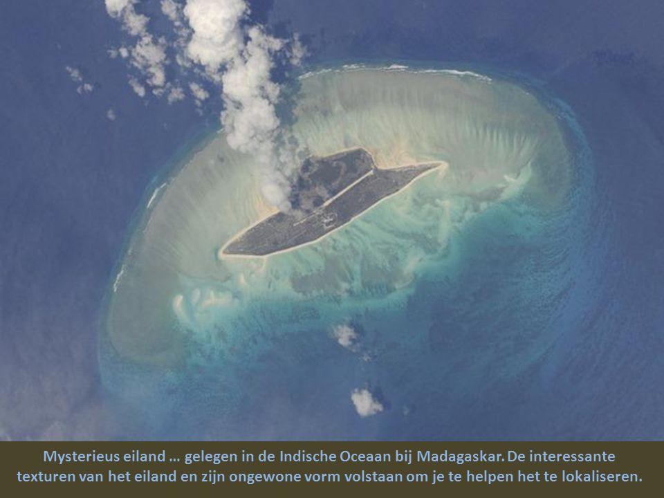 Mysterieus eiland … gelegen in de Indische Oceaan bij Madagaskar.