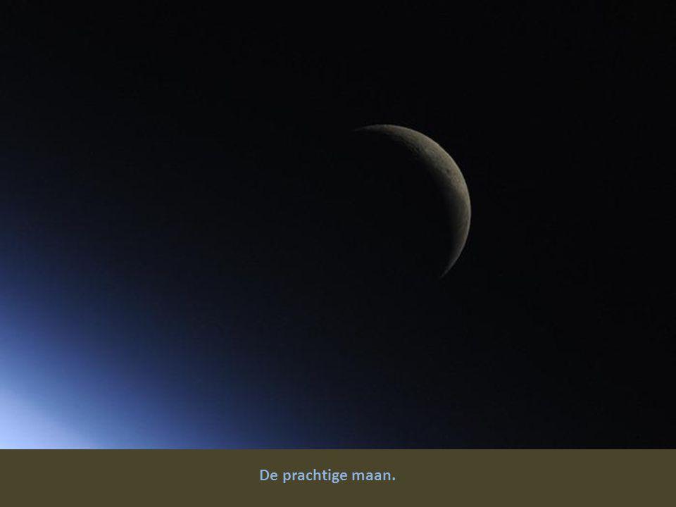 De prachtige maan.