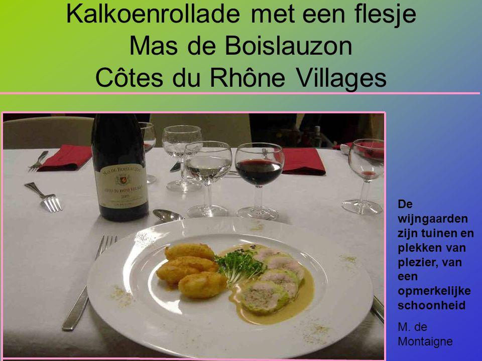 Kalkoenrollade met een flesje Mas de Boislauzon Côtes du Rhône Villages De wijngaarden zijn tuinen en plekken van plezier, van een opmerkelijke schoonheid M.