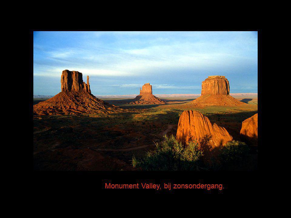 Monument Valley, bij zonsondergang.