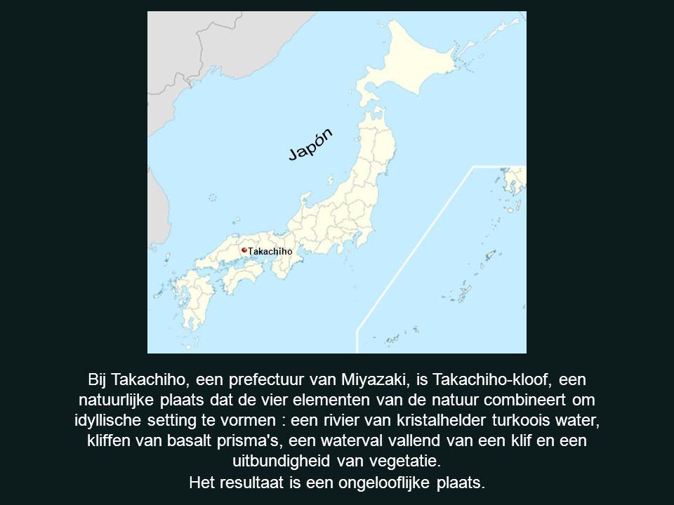 Takachiho Bij Takachiho, een prefectuur van Miyazaki, is Takachiho-kloof, een natuurlijke plaats dat de vier elementen van de natuur combineert om idyllische setting te vormen : een rivier van kristalhelder turkoois water, kliffen van basalt prisma s, een waterval vallend van een klif en een uitbundigheid van vegetatie.