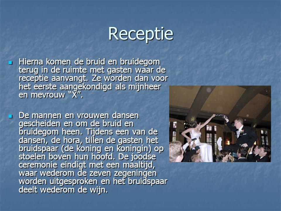 Receptie Hierna komen de bruid en bruidegom terug in de ruimte met gasten waar de receptie aanvangt.