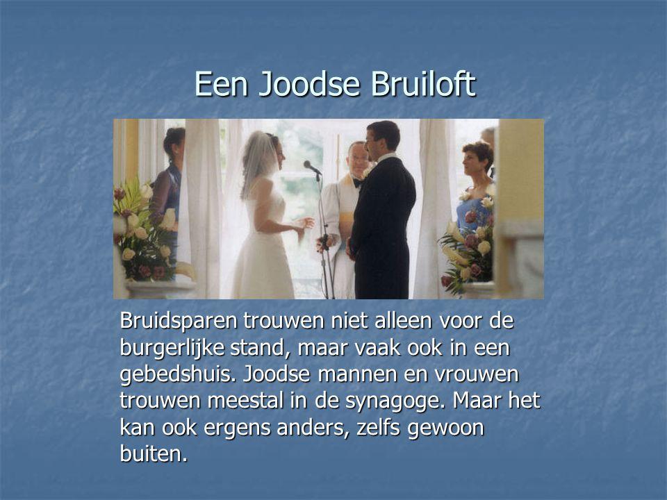 Een Joodse Bruiloft Bruidsparen trouwen niet alleen voor de burgerlijke stand, maar vaak ook in een gebedshuis.