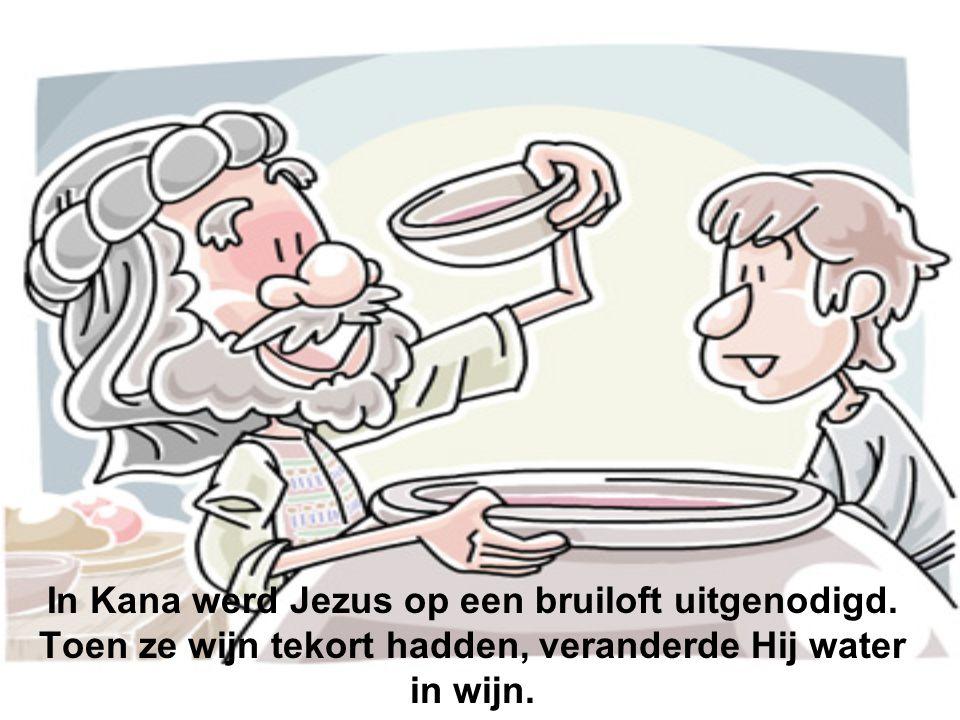 In Kana werd Jezus op een bruiloft uitgenodigd. Toen ze wijn tekort hadden, veranderde Hij water in wijn.