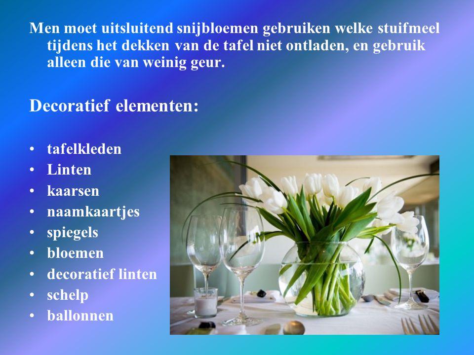 Men moet uitsluitend snijbloemen gebruiken welke stuifmeel tijdens het dekken van de tafel niet ontladen, en gebruik alleen die van weinig geur. Decor