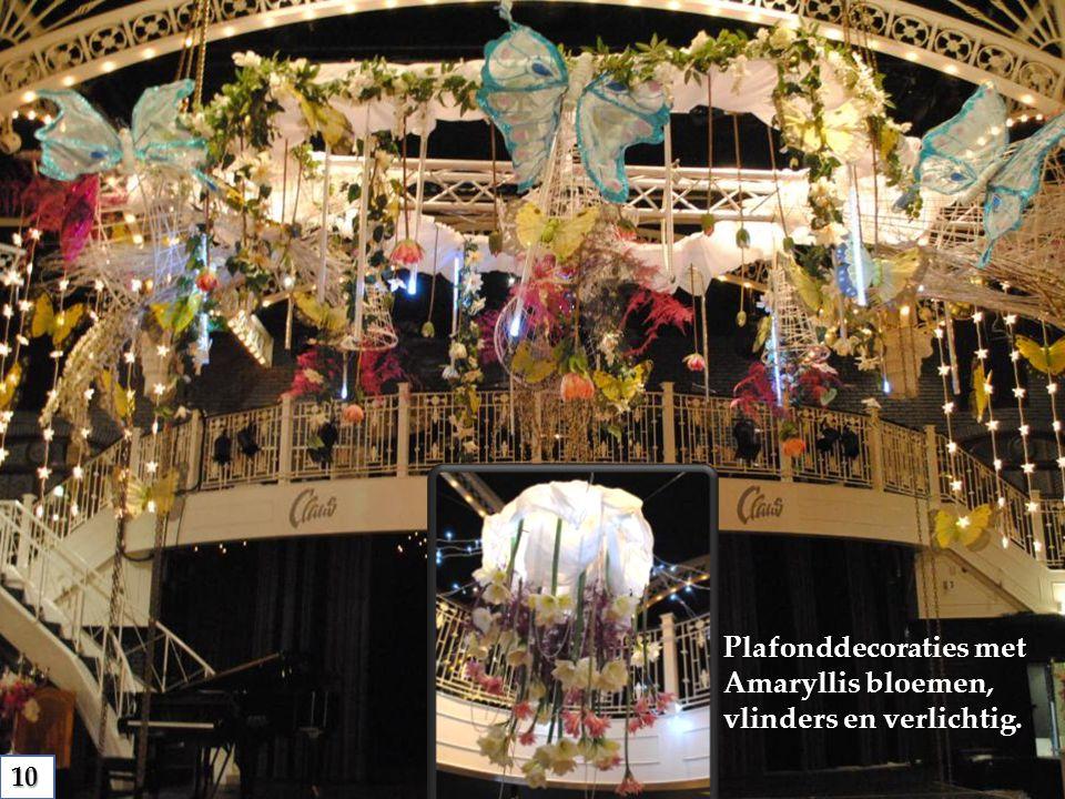 Plafonddecoraties met Amaryllis bloemen, vlinders en verlichtig. 10