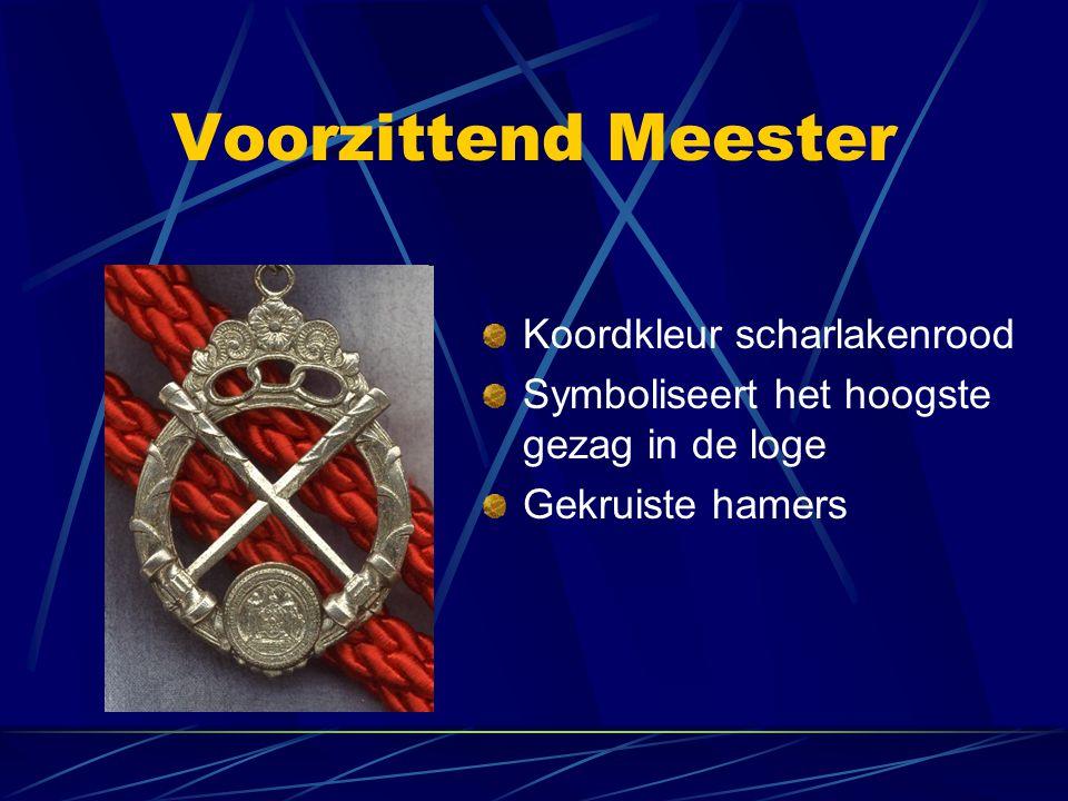 Voorzittend Meester Koordkleur scharlakenrood Symboliseert het hoogste gezag in de loge Gekruiste hamers