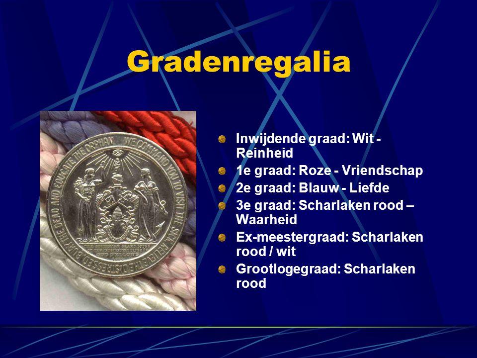 Gradenregalia Inwijdende graad: Wit - Reinheid 1e graad: Roze - Vriendschap 2e graad: Blauw - Liefde 3e graad: Scharlaken rood – Waarheid Ex-meestergr