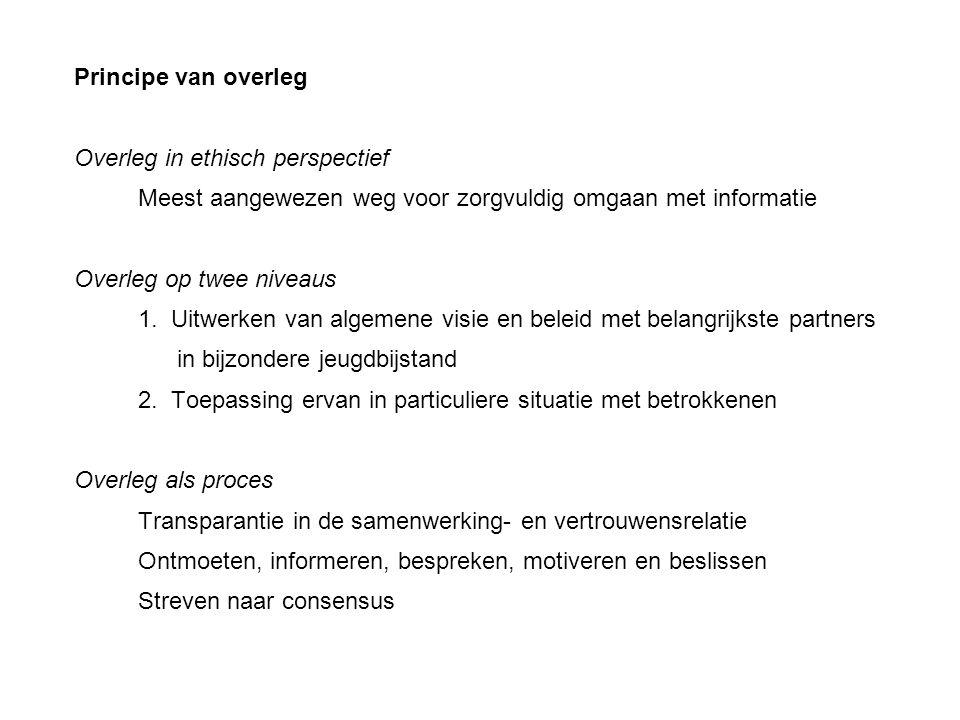 Principe van overleg Overleg in ethisch perspectief Meest aangewezen weg voor zorgvuldig omgaan met informatie Overleg op twee niveaus 1.