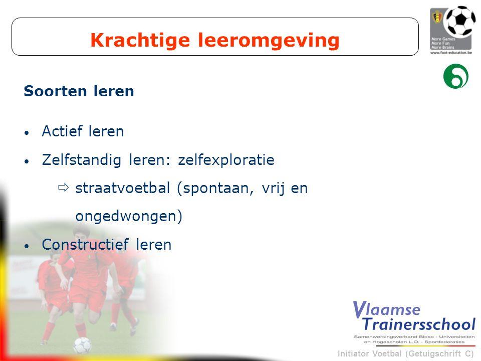 Initiator Voetbal (Getuigschrift C) Krachtige leeromgeving Actief leren Zelfstandig leren: zelfexploratie  straatvoetbal (spontaan, vrij en ongedwong
