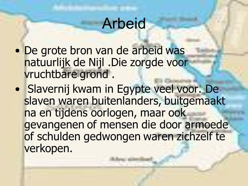 Arbeid De grote bron van de arbeid was natuurlijk de Nijl.Die zorgde voor vruchtbare grond.