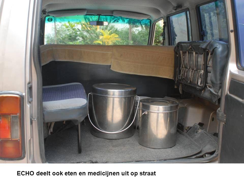 ECHO deelt ook eten en medicijnen uit op straat