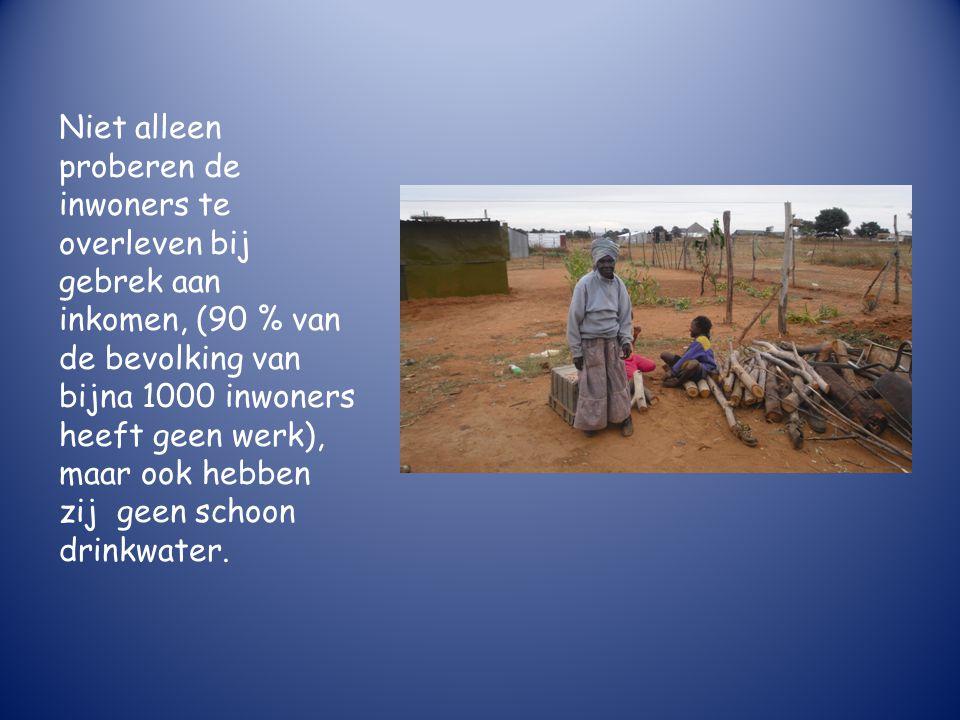 Niet alleen proberen de inwoners te overleven bij gebrek aan inkomen, (90 % van de bevolking van bijna 1000 inwoners heeft geen werk), maar ook hebben zij geen schoon drinkwater.