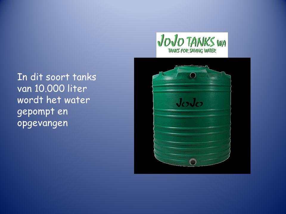 In dit soort tanks van 10.000 liter wordt het water gepompt en opgevangen