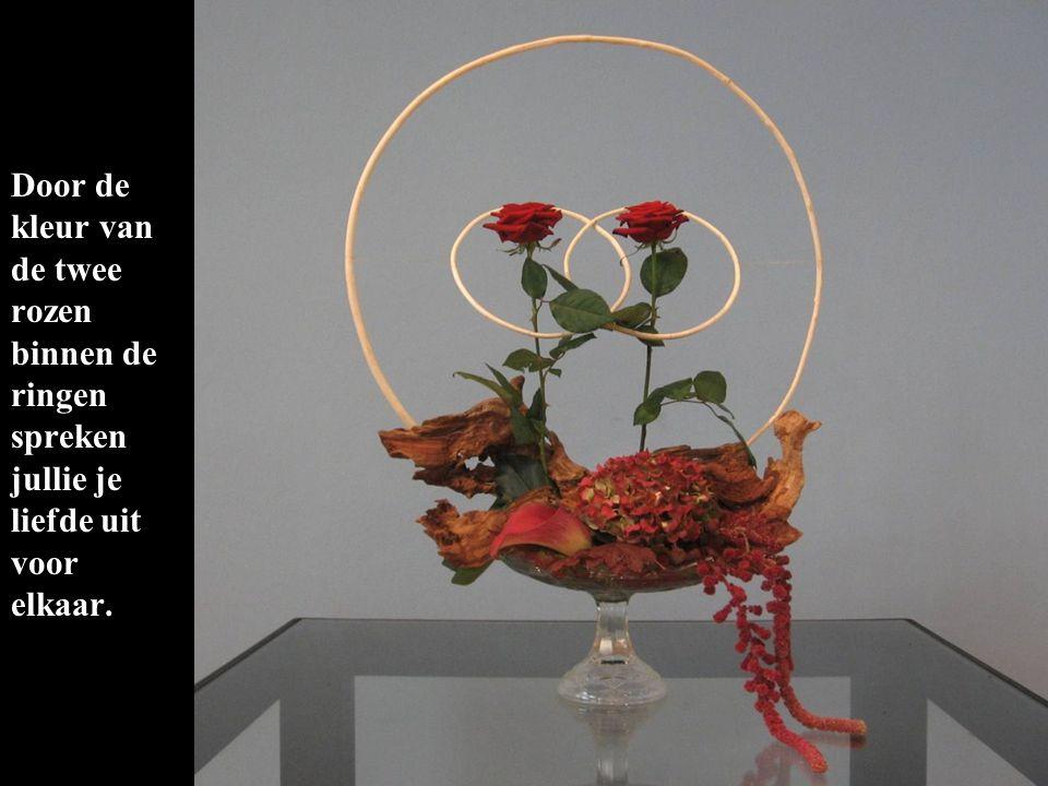 Door de kleur van de twee rozen binnen de ringen spreken jullie je liefde uit voor elkaar.
