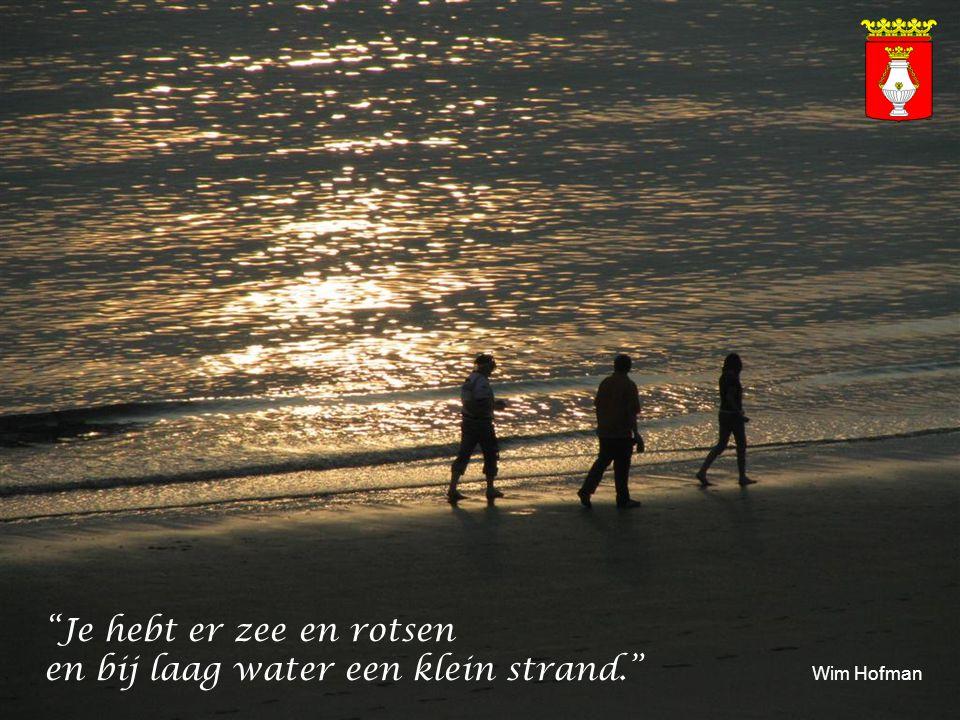 Je hebt er zee en rotsen en bij laag water een klein strand. Wim Hofman