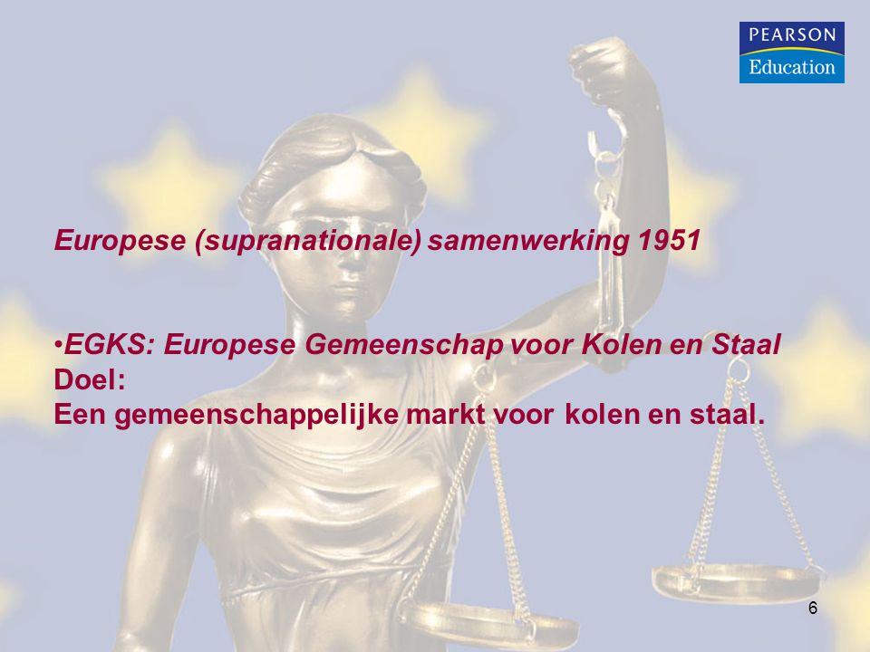 6 Europese (supranationale) samenwerking 1951 EGKS: Europese Gemeenschap voor Kolen en Staal Doel: Een gemeenschappelijke markt voor kolen en staal.