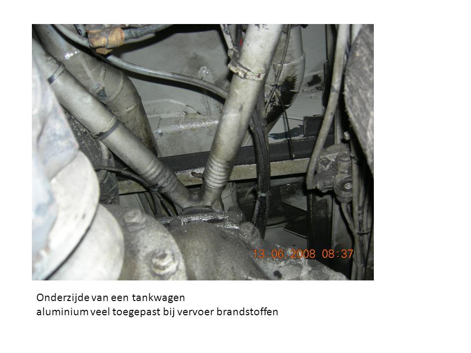 Onderzijde van een tankwagen aluminium veel toegepast bij vervoer brandstoffen