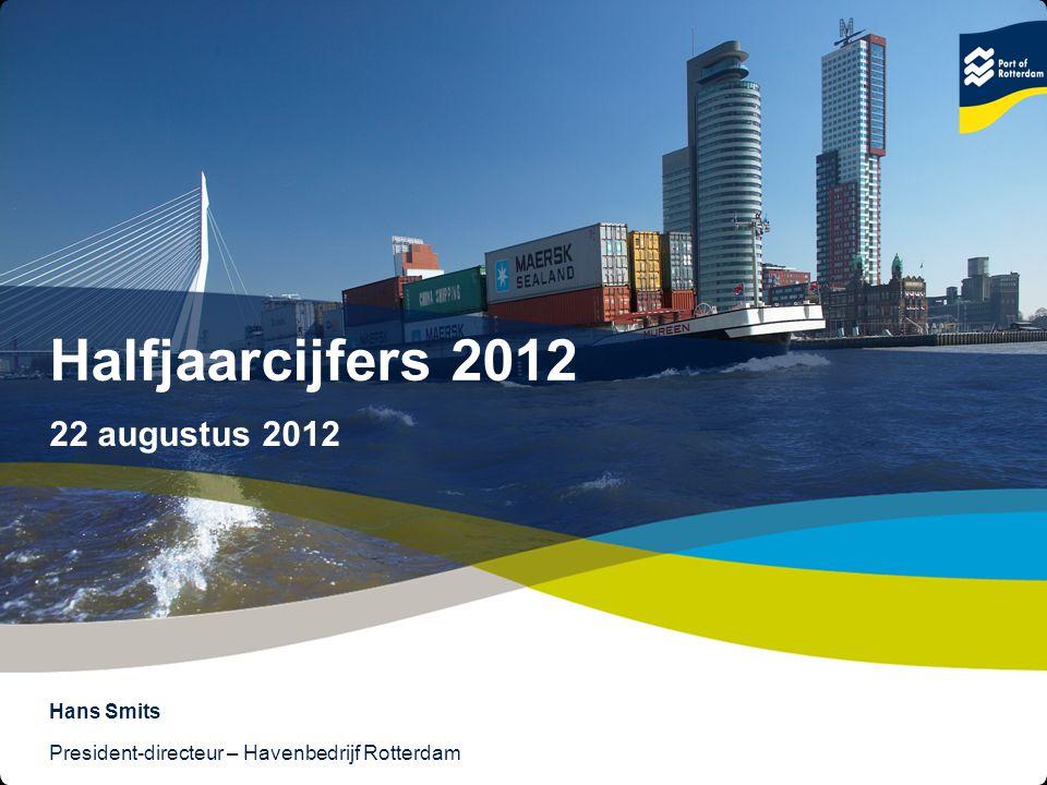 2 © Copyright - Port of Rotterdam - 2012 Text & Image 50/50 Hoofdlijnen overslag H1 2012 Totale overslag: 221,8 miljoen ton; +3,2% Verschillende marktsegmenten, verschillende ontwikkelingen: Droge bulk: -8,7% Natte bulk: +10,6% Containers: +2,0% (TEU: -1,6%)