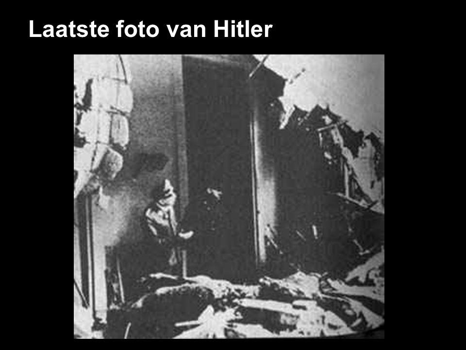 De verwoeste bunker van Hitler