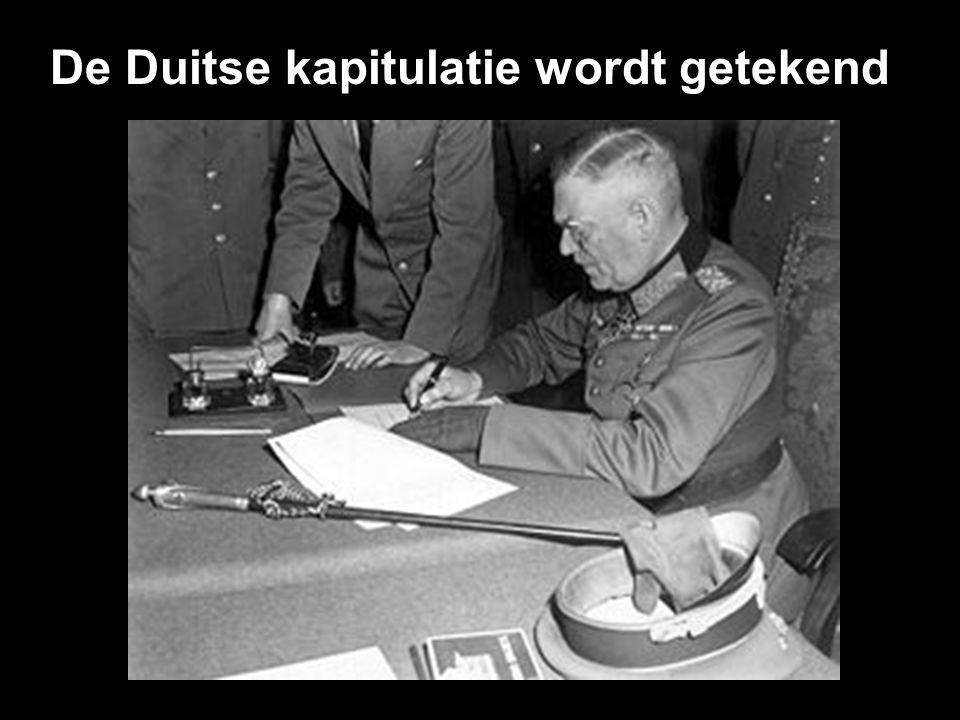 "Adolf Hitler en Eva Braun aan hun ""laatste"" avondmaal."