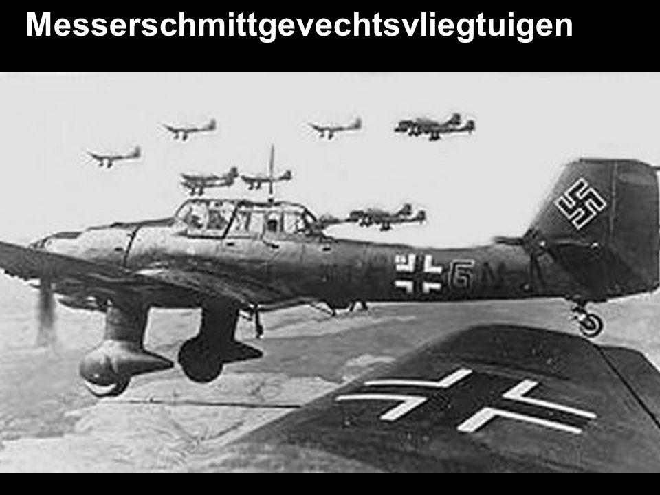 """Aanval op Londen met """"Heinkel"""" bommenwerpers in 1940."""