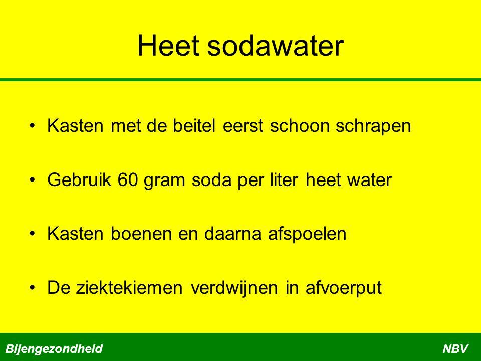 Heet sodawater Kasten met de beitel eerst schoon schrapen Gebruik 60 gram soda per liter heet water Kasten boenen en daarna afspoelen De ziektekiemen