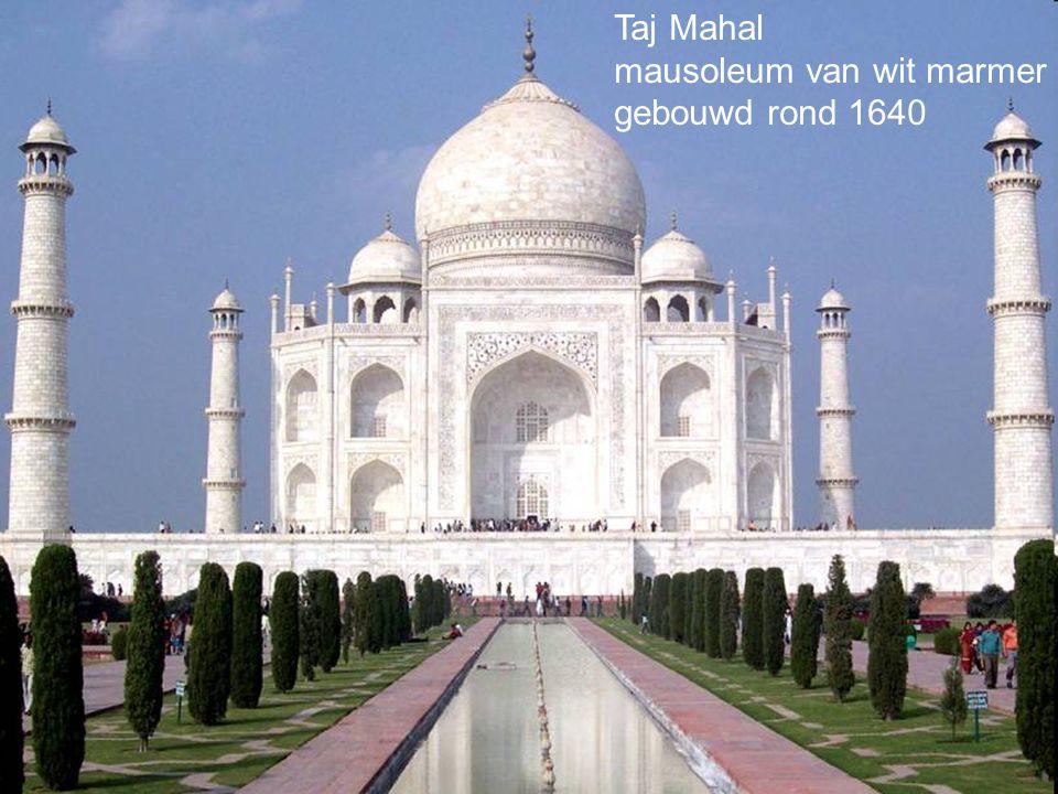 Taj Mahal mausoleum van wit marmer gebouwd rond 1640
