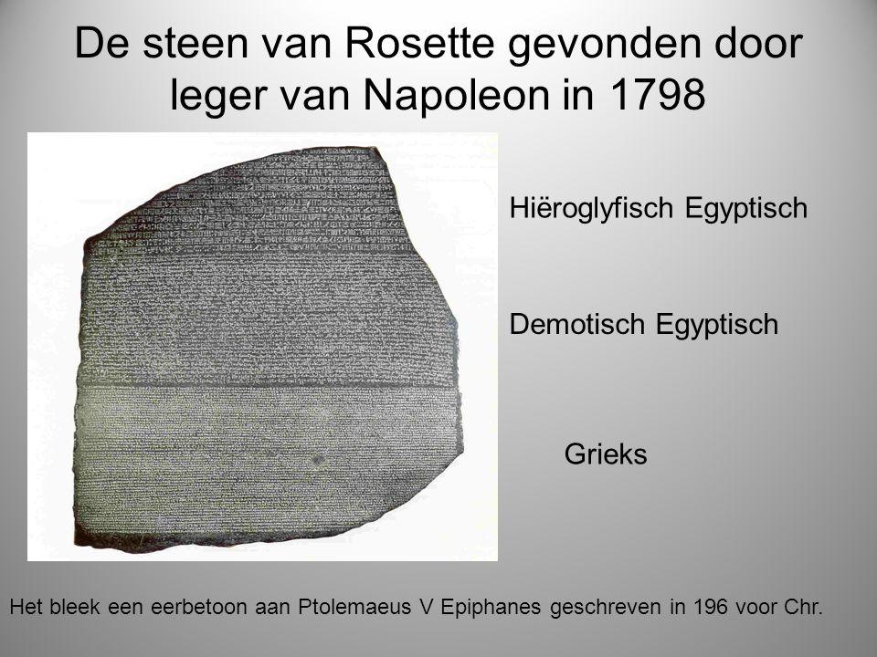 De steen van Rosette gevonden door leger van Napoleon in 1798 Hiëroglyfisch Egyptisch Demotisch Egyptisch Grieks Het bleek een eerbetoon aan Ptolemaeu