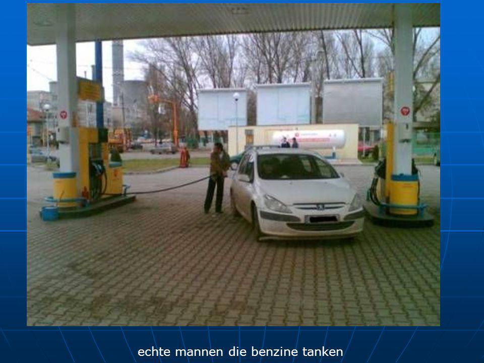 echte mannen die benzine tanken