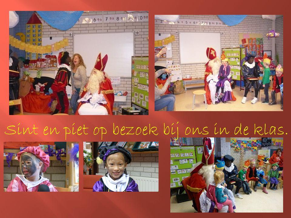 Sint en piet op bezoek bij ons in de klas.