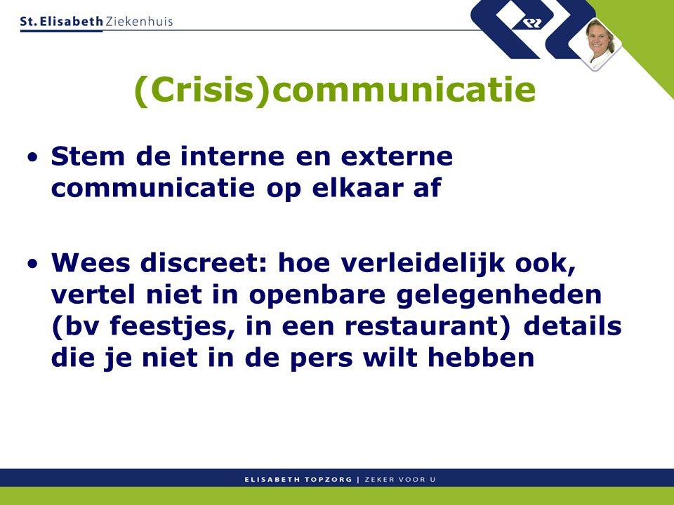 (Crisis)communicatie Stem de interne en externe communicatie op elkaar af Wees discreet: hoe verleidelijk ook, vertel niet in openbare gelegenheden (b
