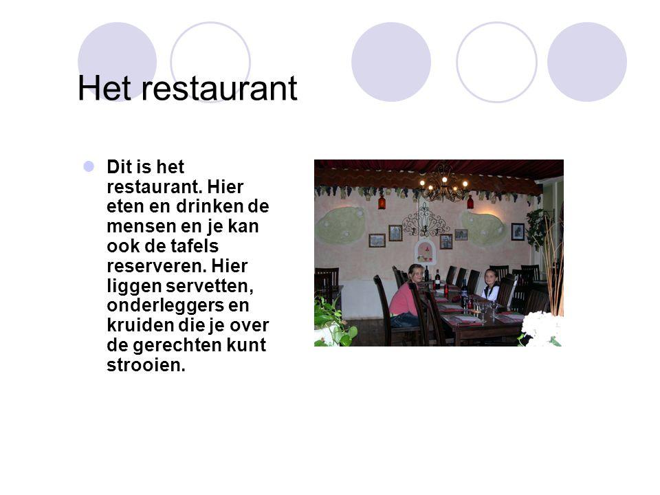 Het restaurant Dit is het restaurant. Hier eten en drinken de mensen en je kan ook de tafels reserveren. Hier liggen servetten, onderleggers en kruide