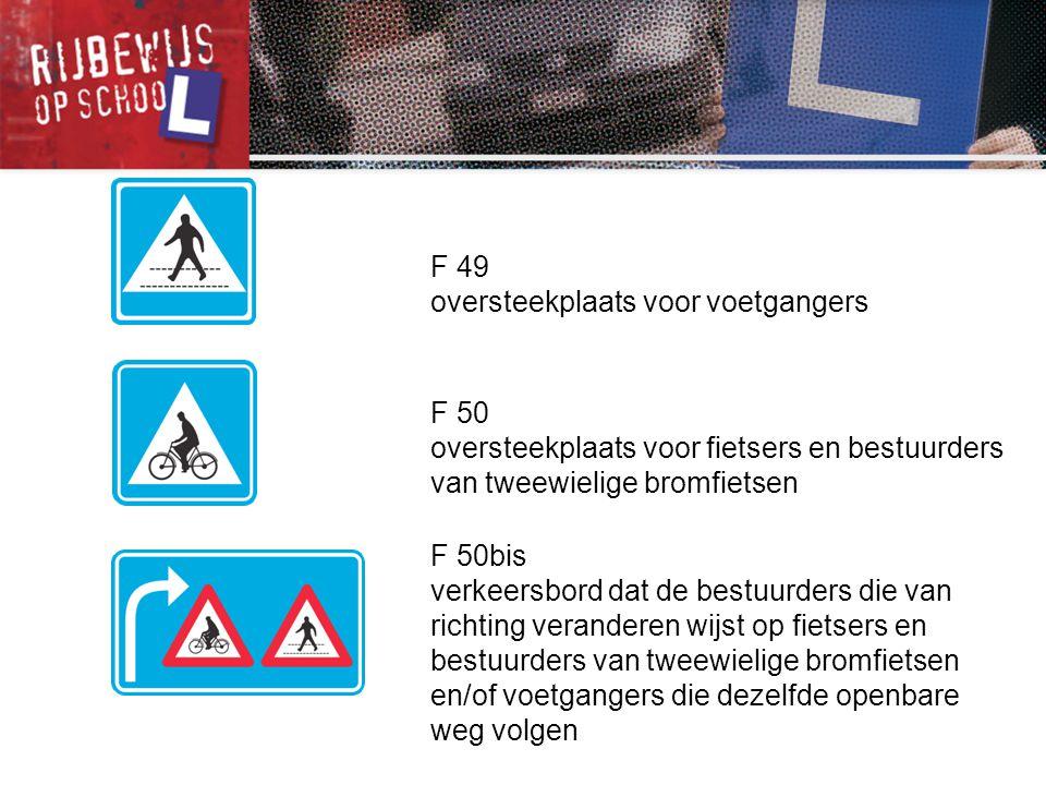 F 50 oversteekplaats voor fietsers en bestuurders van tweewielige bromfietsen F 50bis verkeersbord dat de bestuurders die van richting veranderen wijs