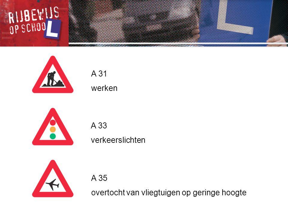 C 35 vanaf het verkeersbord tot het volgend kruispunt, verboden een gespan of een voertuig met meer dan twee wielen, links in te halen C 37 einde van het verbod opgelegd door het verkeersbord C 35