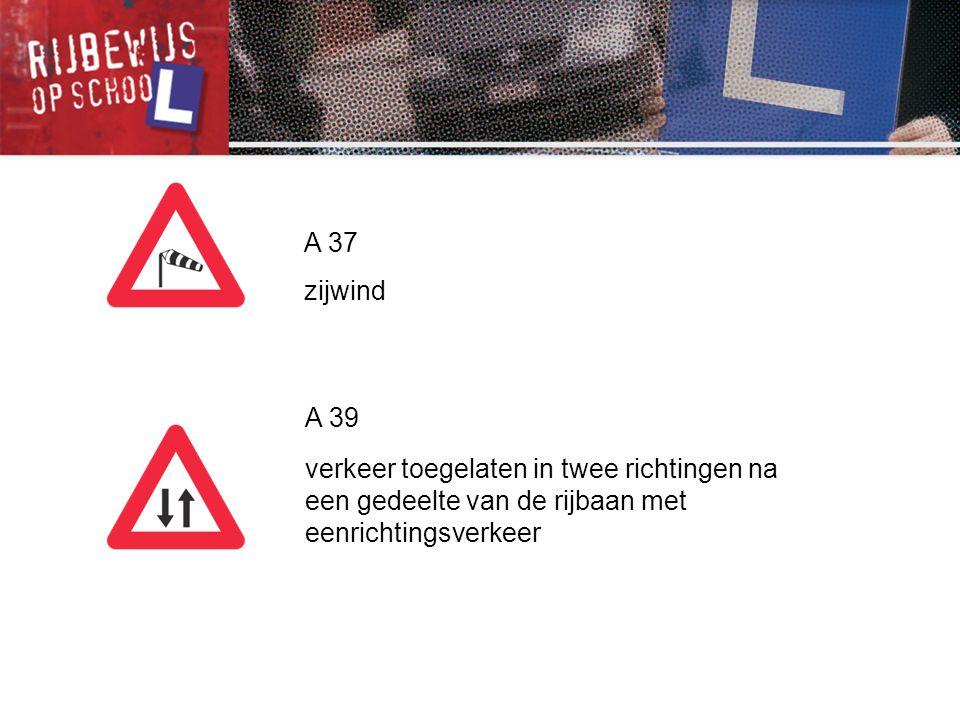 C 39 vanaf het verkeersbord tot het volgend kruispunt, verbod voor bestuurders van voertuigen of slepen gebruikt voor het vervoer van zaken, waarvan de maximale toegelaten massa meer dan 3 500 kg bedraagt, een gespan of een voertuig met meer dan twee wielen links in te halen C 41 einde van het verbod opgelegd door het verkeersbord C 39