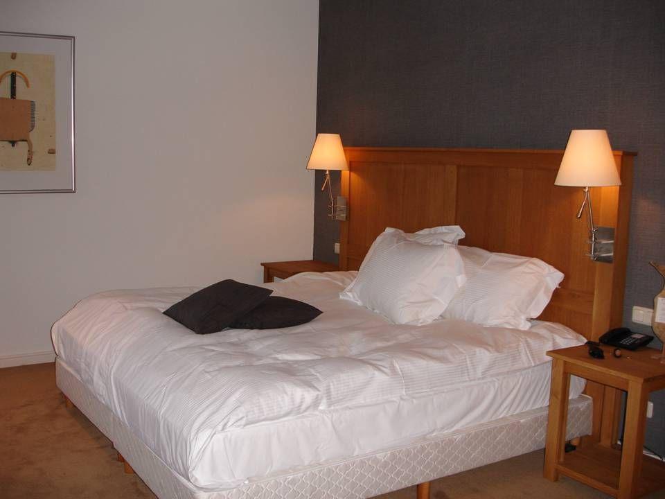De kamers bij Château De Raay zijn stuk voor stuk van alle hedendaagse comfort voorzien. Het slaapcomfort behoort mede door het prachtige Egyptische b