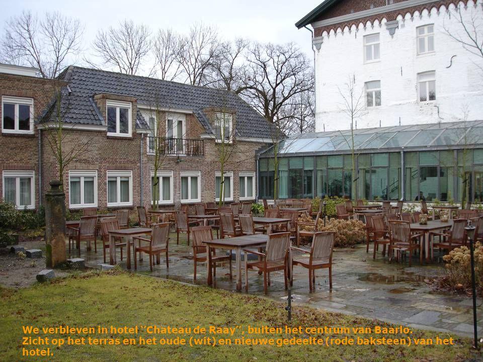 We verbleven in hotel ''Chateau de Raay'', buiten het centrum van Baarlo.