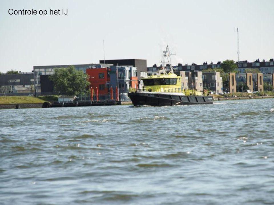 Veerboot van het centrum- naar noord Amsterdam v.v.