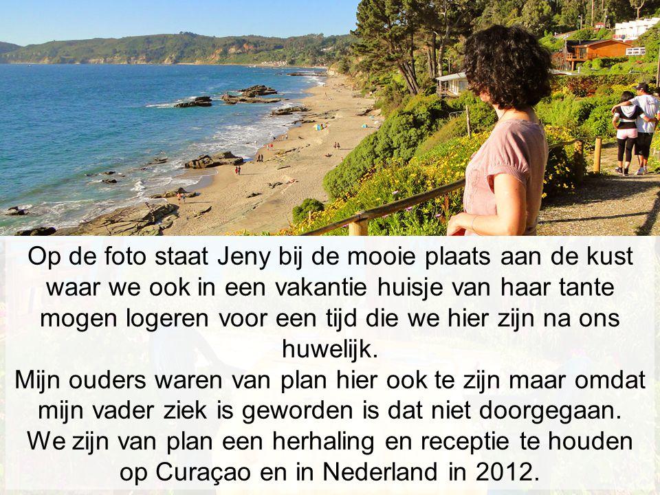 Op de foto staat Jeny bij de mooie plaats aan de kust waar we ook in een vakantie huisje van haar tante mogen logeren voor een tijd die we hier zijn na ons huwelijk.
