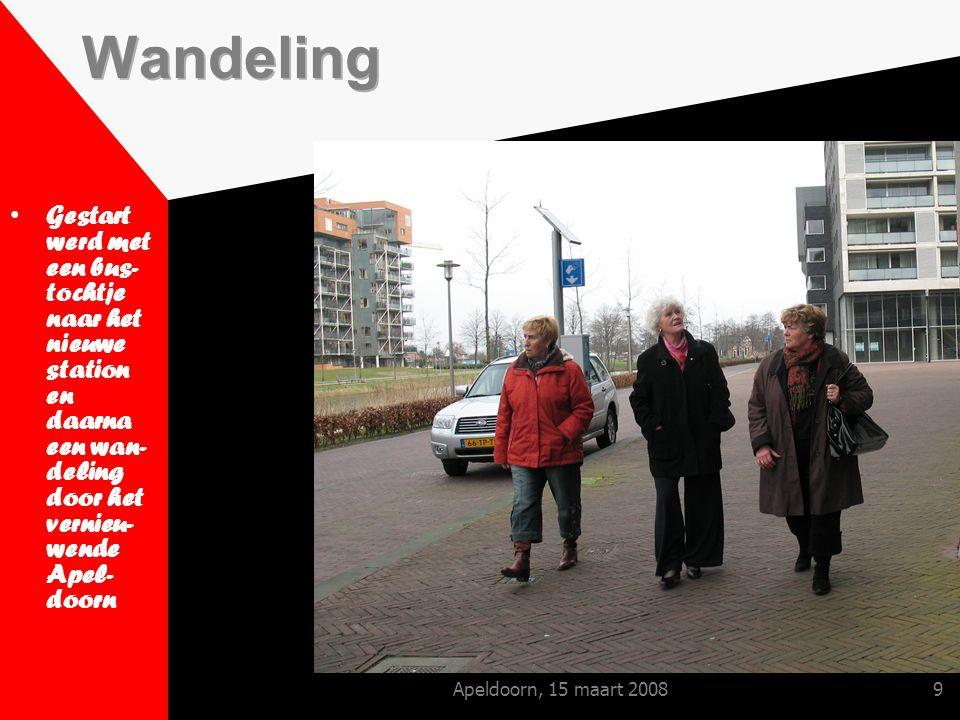 Apeldoorn, 15 maart 20089 Gestart werd met een bus- tochtje naar het nieuwe station en daarna een wan- deling door het vernieu- wende Apel- doorn