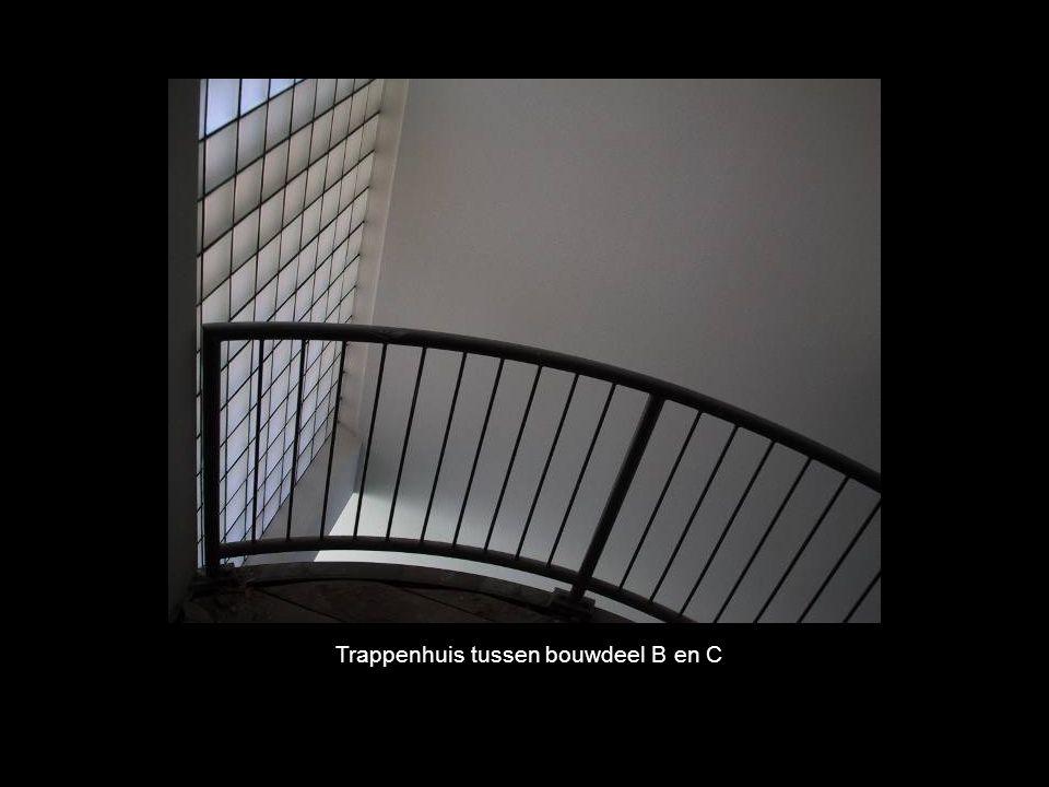 Trappenhuis tussen bouwdeel B en C