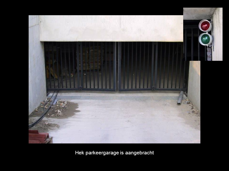 Hek parkeergarage is aangebracht