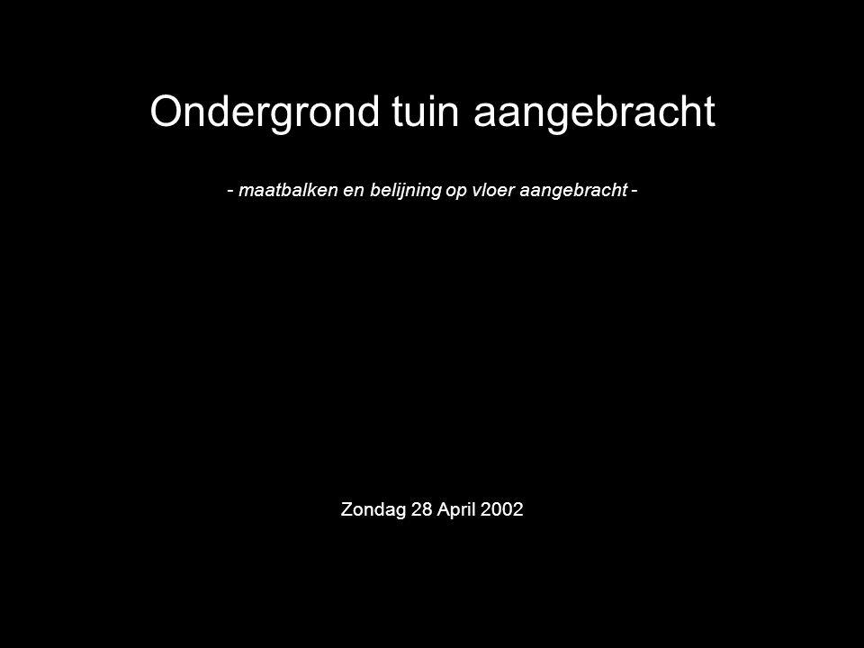 Ondergrond tuin aangebracht - maatbalken en belijning op vloer aangebracht - Zondag 28 April 2002